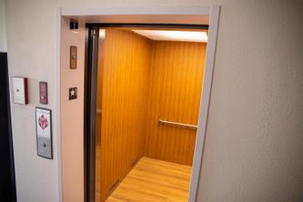 White House Suites | Plainfield | Hotel Elevator